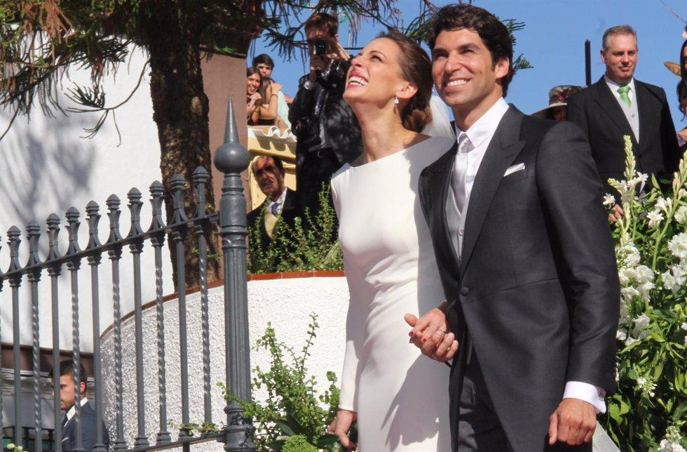 Eva gonz lez y cayetano rivera agradecidos tras su boda for Cayetano rivera y blanca romero boda
