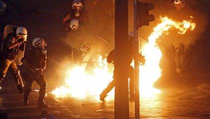 Explota una bomba davant de la seu d'una federació empresarial grega a Atenes
