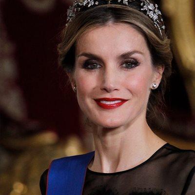 Foto: ¿Por qué la Reina Letizia viste ahora de Carolina Herrera y Nina Ricci? (REINA LETIZIA DE CAROLINA HERRERA EN CENA DE GALA)