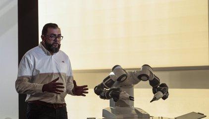 L'empresa ABB presenta a Barcelona un robot industrial col·laboratiu