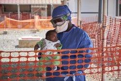Núbia, l'últim pacient d'ebola a Guinea, rep l'alta (SAM PHELPS)
