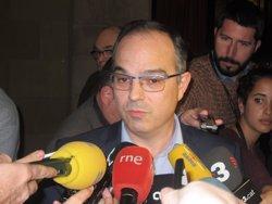 Els diputats de JxSí fan pinya amb Mas després d'una reunió de més de tres hores (EUROPA PRESS)