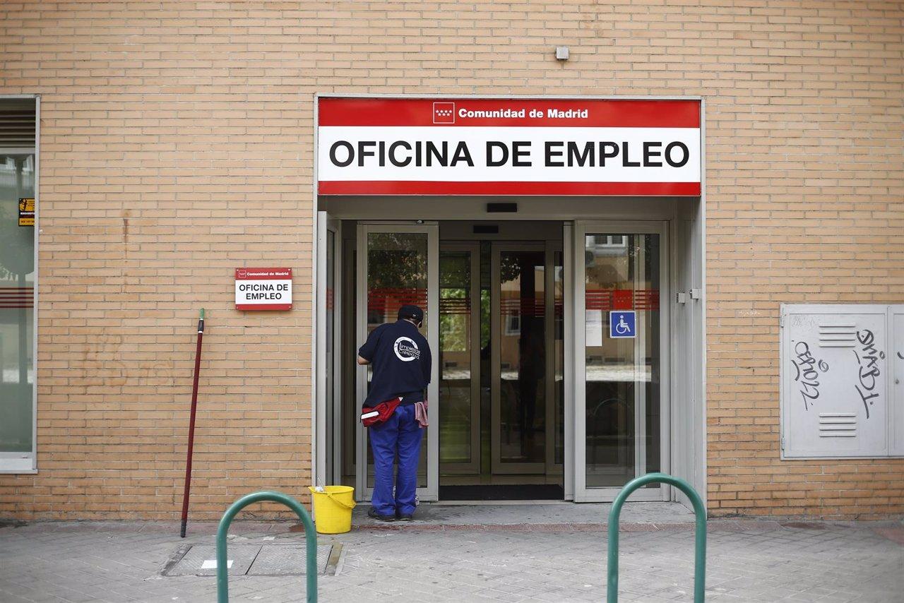 El paro sube en personas en galicia en noviembre for Oficina empleo ourense