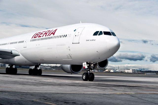 Aviones de Iberia con la nueva imagen corporativa