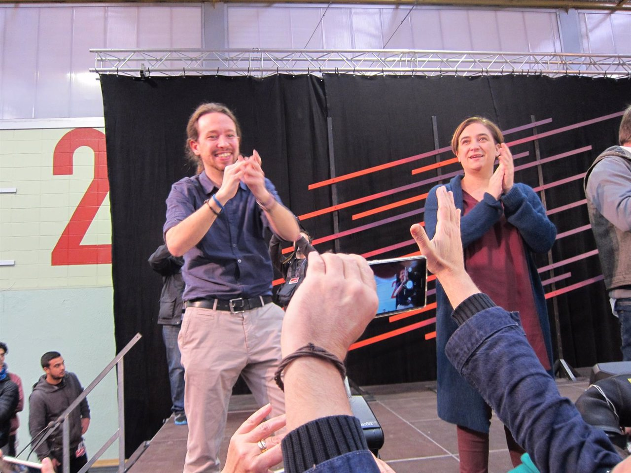Pablo Iglesias con Ada Colau, Mitin de Podemos en Barcelona