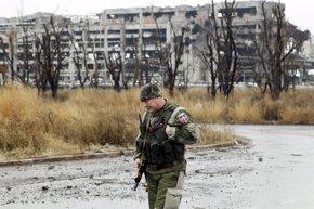 Foto: Prorrusos denuncian que Kiev acumula 100 piezas de material bélico en zona de separación (ALEXANDER ERMOCHENKO / REUTER)
