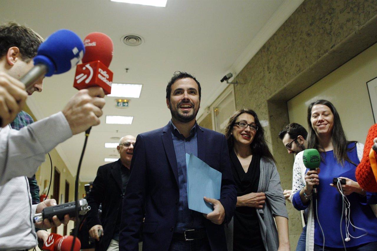 Alberto Garzón recoge el acta de diputado en el Congreso