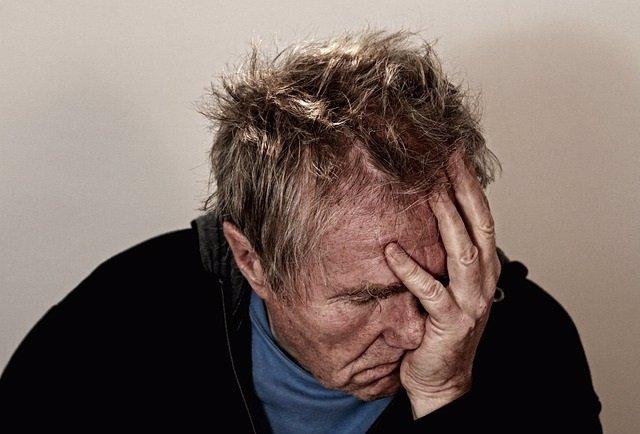 Migraña, hombre, dolor, cabeza