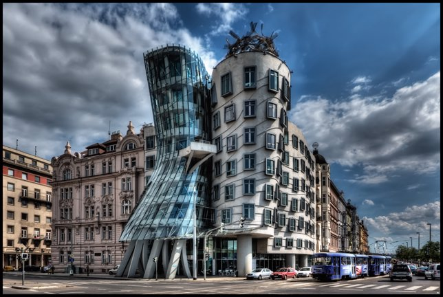Dancing_House,_Prague_(5651359716)