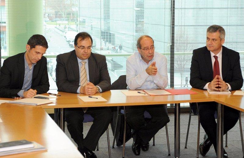 Alcaldes del psoe piden a la comunidad financiaci n para for Oficinas caja laboral madrid