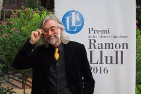 Foto: Víctor Amela, Premi Ramon Llull con la novela histórica 'La filla del capità groc' (EUROPA PRESS)