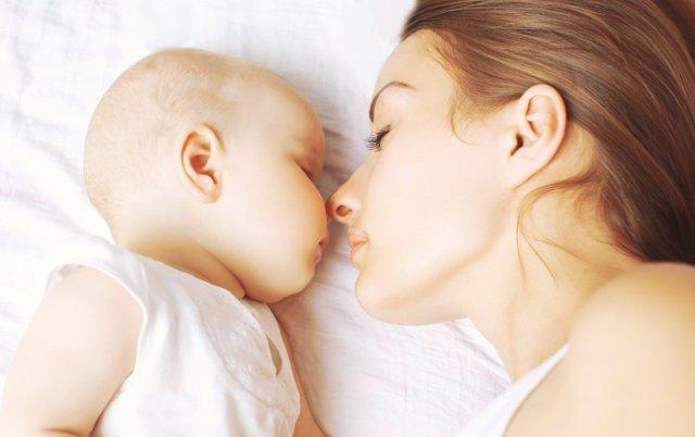 Bebé, madre, dormir, sueño, cama