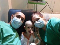 La leucemia a través de la historia de Álex, un niño de 4 años que la ha vencido