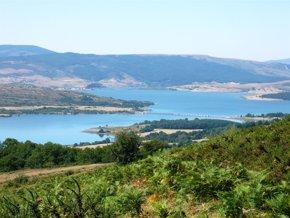 Foto: El Gobierno trabaja para incluir el Pantano del Ebro en la lista de humedales del Convenio Ramsar (AYUNTAMIENTO)