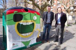 Foto: Ecovidrio y el Ayuntamiento 'disfrazan' los contenedores para fomentar el reciclaje durante el Carnaval (ECOVIDRIO)