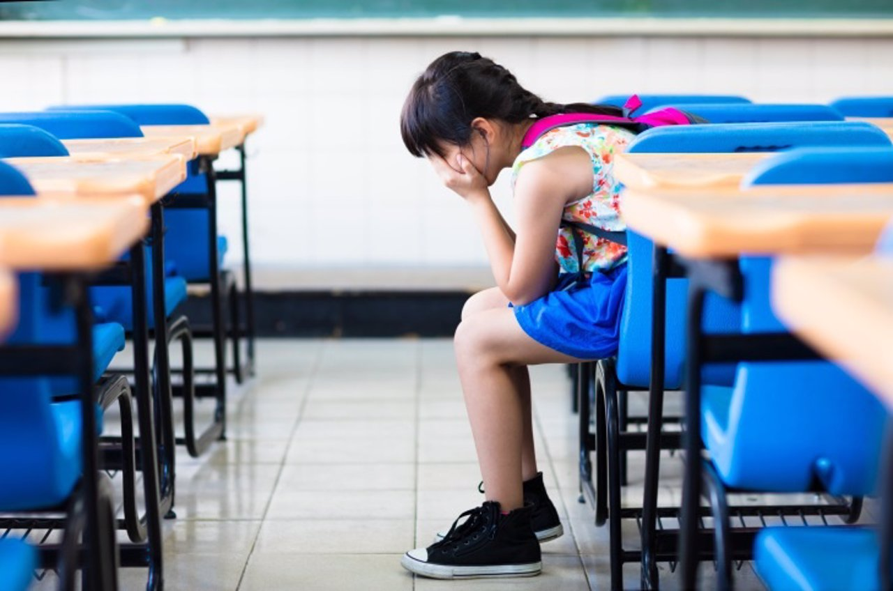 Triste, dolor, acoso escolar