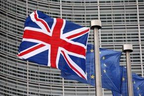 Foto: Los partidarios de que Reino Unido abandone la UE, con nueve puntos de ventaja (FRANCOIS LENOIR / REUTERS)