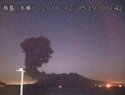 El volcà japonès Sakurajima entra en erupció a 50 quilòmetres d'una planta nuclear (AGENCIA METEOROLÓGICA DE JAPÓN)