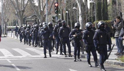 Así ven los antidisturbios de la Policía a punkis, ocupas, antifascistas y skinheads