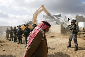 Foto: La UE afea a Israel la demolición de estructuras palestinas financiadas con dinero comunitario (MOHAMAD TOROKMAN / REUTERS)