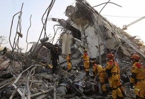 Foto: Más de 130 personas aún están atrapadas bajo los escombros tras el terremoto de Taiwán (PATRICK LIN / REUTERS)
