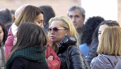 Belén Esteban, muy afectada en el entierro de Belén Aguilar, subdirectora de 'Sálvame Deluxe'