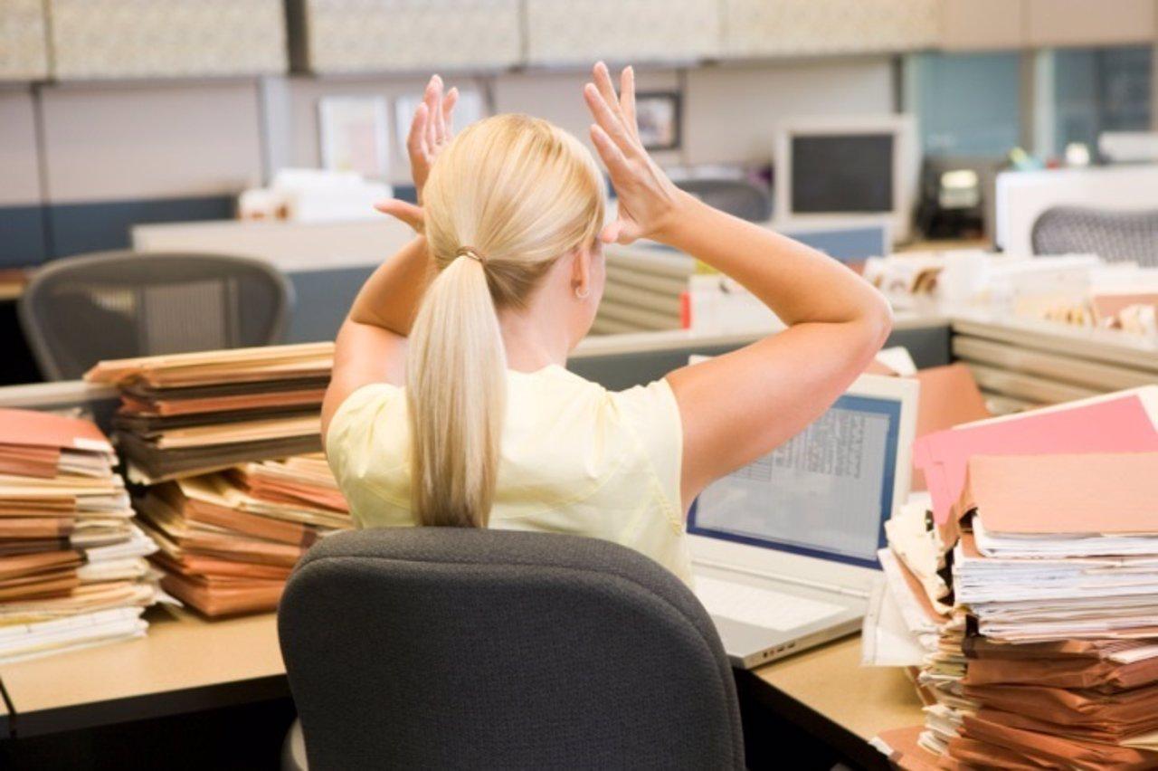 Estres, oficina, mujer, cabeza, rubia