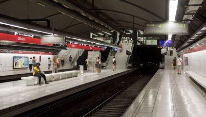 Més de 30.000 passatgers afectats per un incendi als túnels