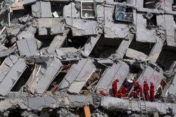 Detingut el promotor de l'edifici ensorrat pel terratrèmol a Taiwan (TYRONE SIU / REUTERS)