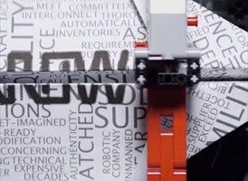 Una máquina hecha con piezas de Lego diseña y lanza aviones de papel
