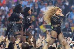 Beyoncé... ¡A punto de tropezar en la Super Bowl!