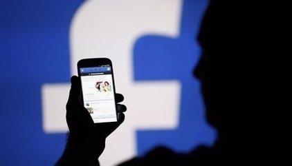 """Facebook """"destrossa"""" el teu mòbil (rendiment i bateria): aquesta és la solució"""