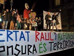 Unes 500 persones demanen a Barcelona retirar els càrrecs als dos titellaires de Madrid (Europa Press)