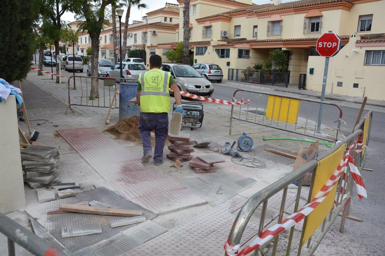 Tomares comienza la supresi n de barreras arquitect nicas for Barreras arquitectonicas