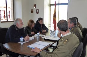 Foto: Diputación de Cáceres y el Ministerio de Defensa abordan la cesión de la pista El Risco de Villuercas (DIPUTACIÓN DE CÁCERES)