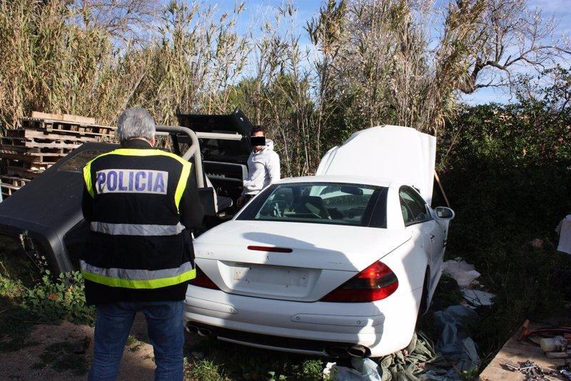 Detenidas 14 personas de una red dedicada al tráfico ilícito de vehículos que operaba en Baleares y Andalucía