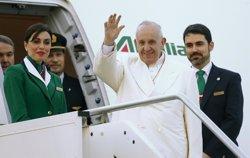El Papa Francisco llega a Ciudad de México para iniciar su primera visita oficial al país (TONY GENTILE / REUTERS)