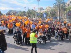 Unes 3.000 persones demanen a Barcelona més investigació contra l'ELA (EUROPA PRESS)
