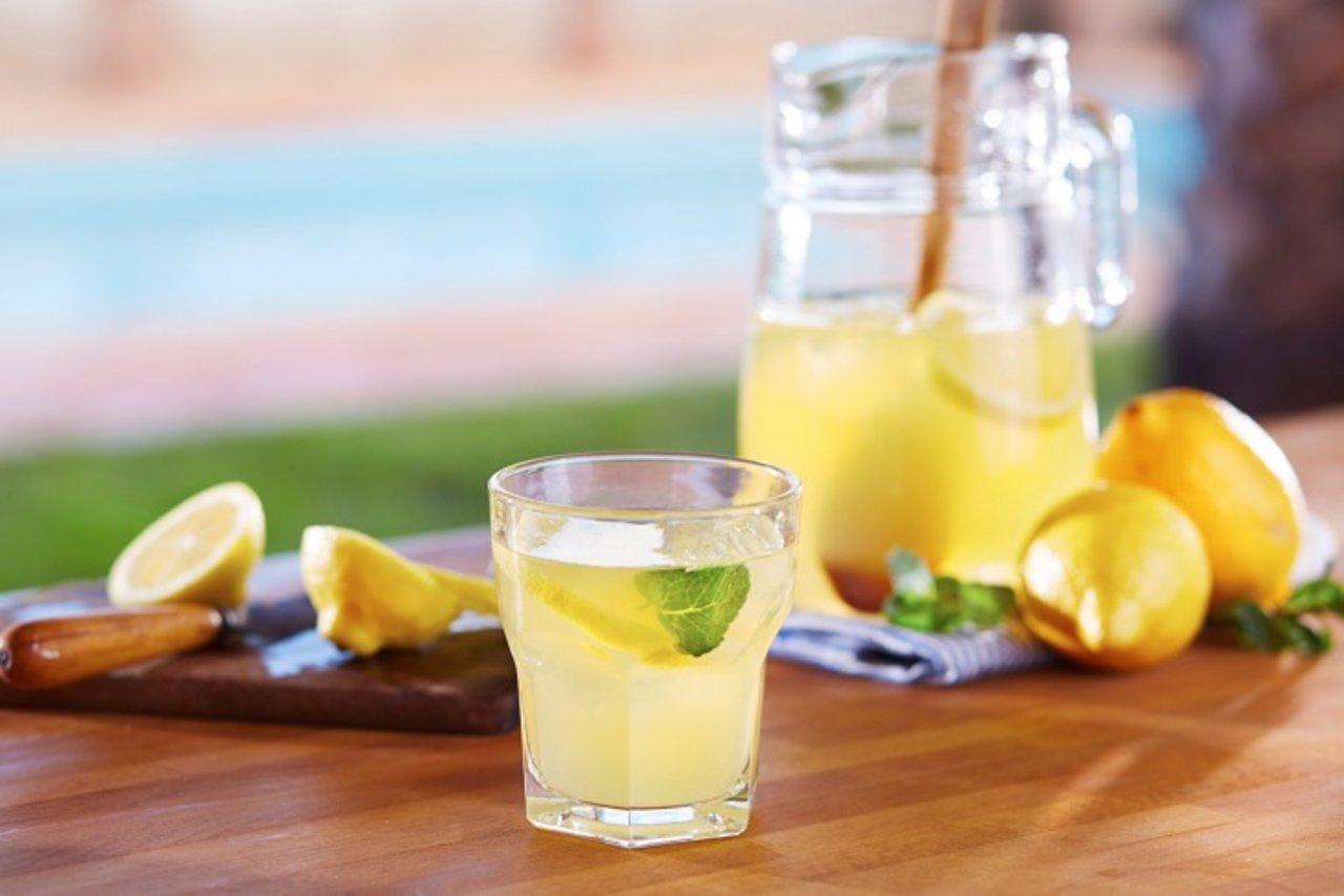 Limonada, limón, beber agua con limón