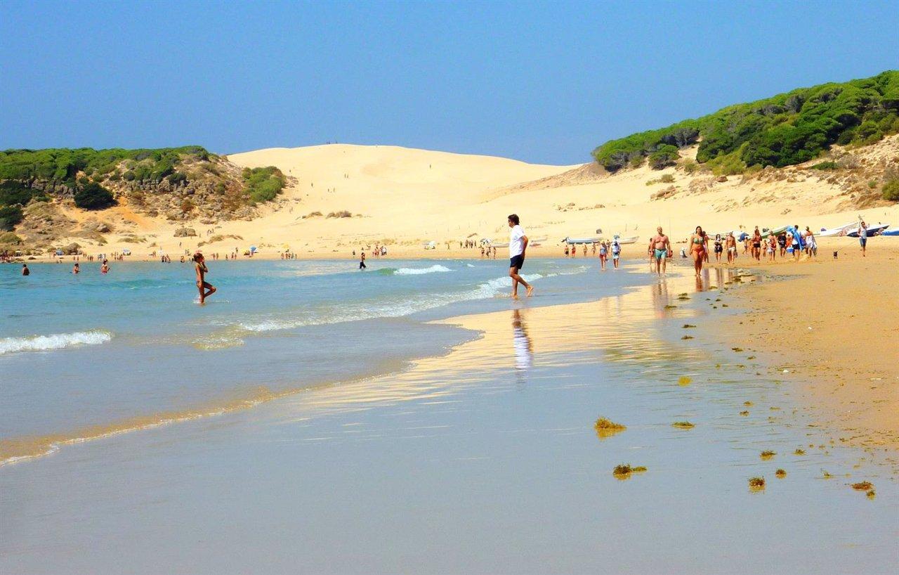 La playa de bolonia en tarifa entre las cinco mejores de for Piscinas naturales bolonia cadiz