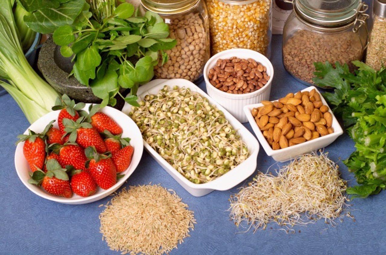 Superalimentos, brotes, verduras, bayas, frutos secos