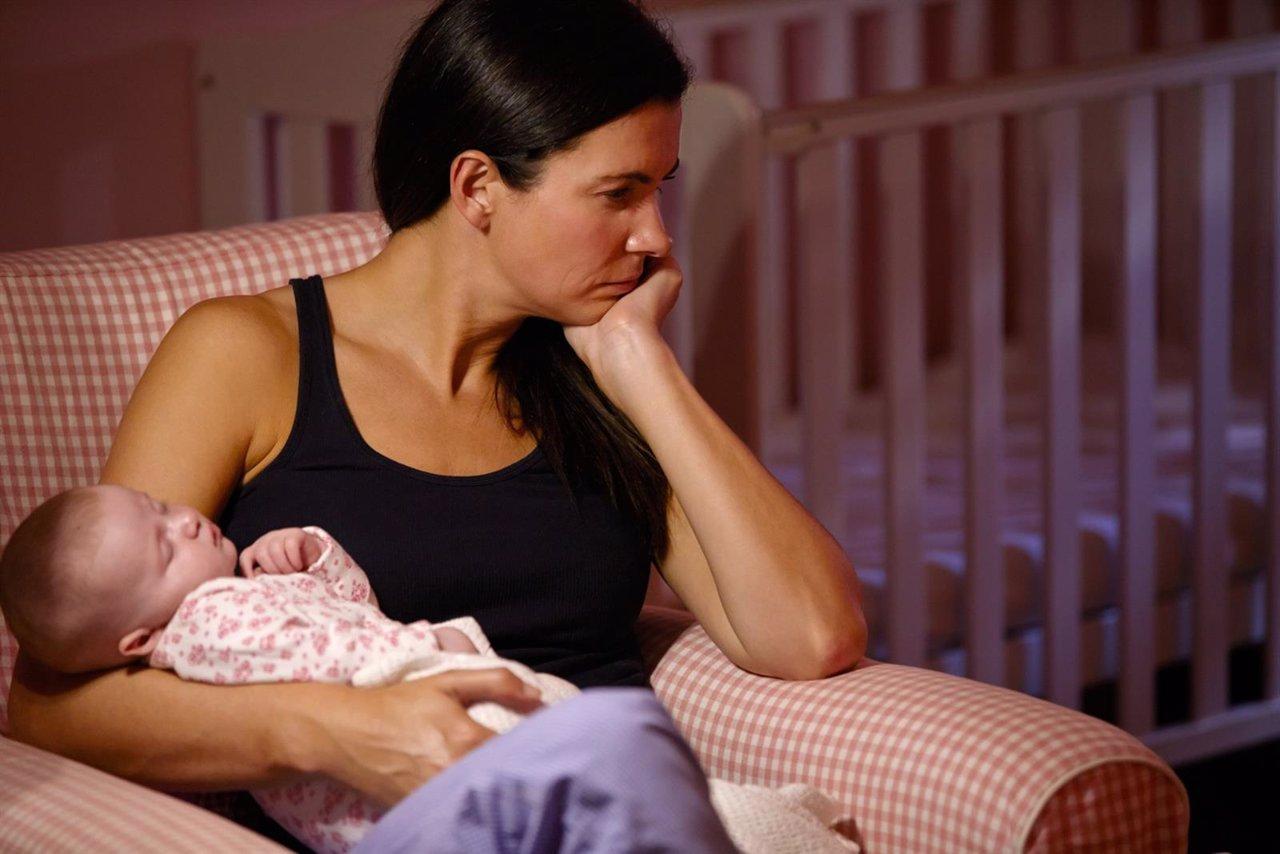 Mujer y recién nacido, posparto