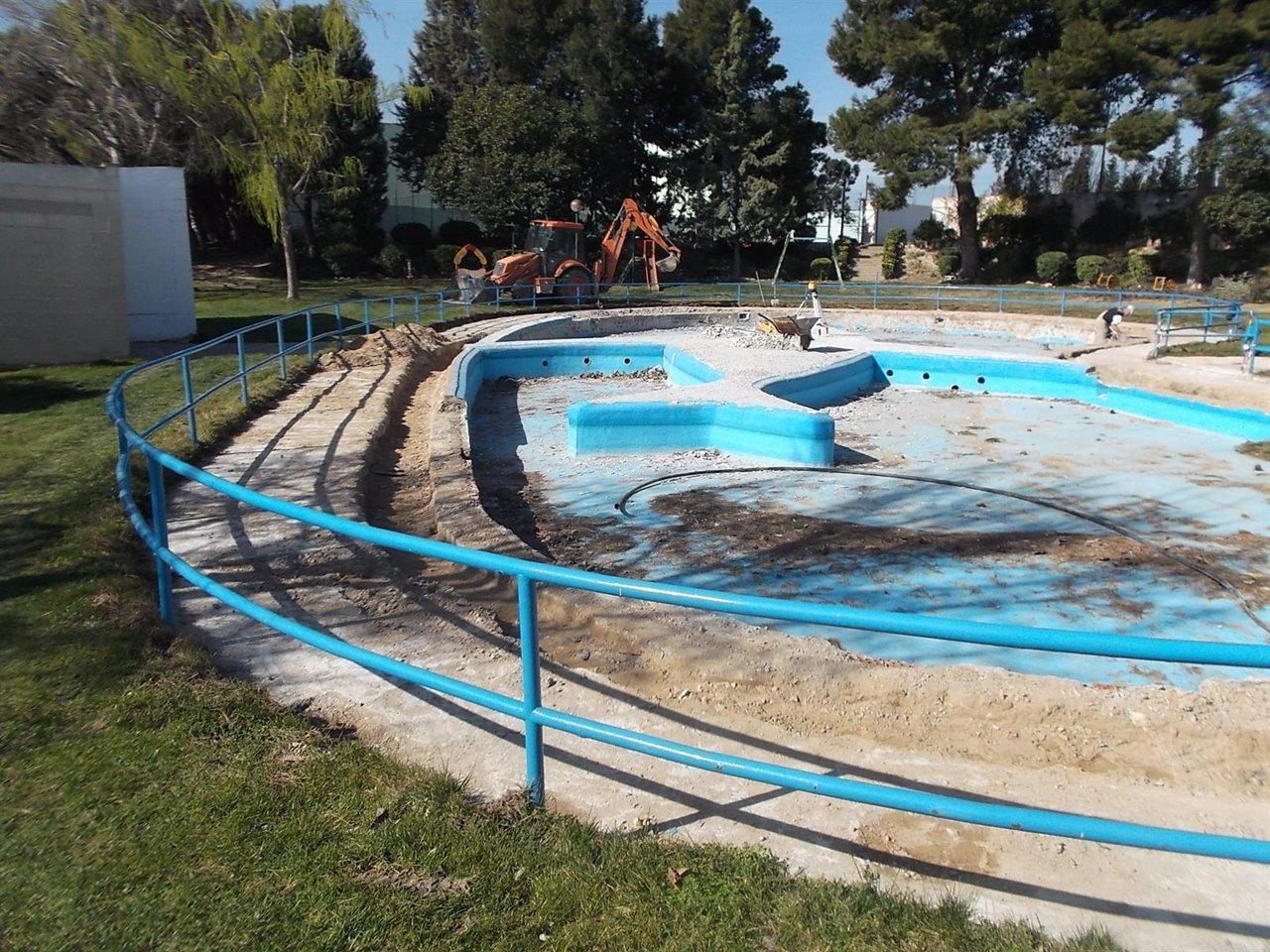 El ayuntamiento de fuentes de ebro renueva la piscina de - Fuentes para piscinas ...