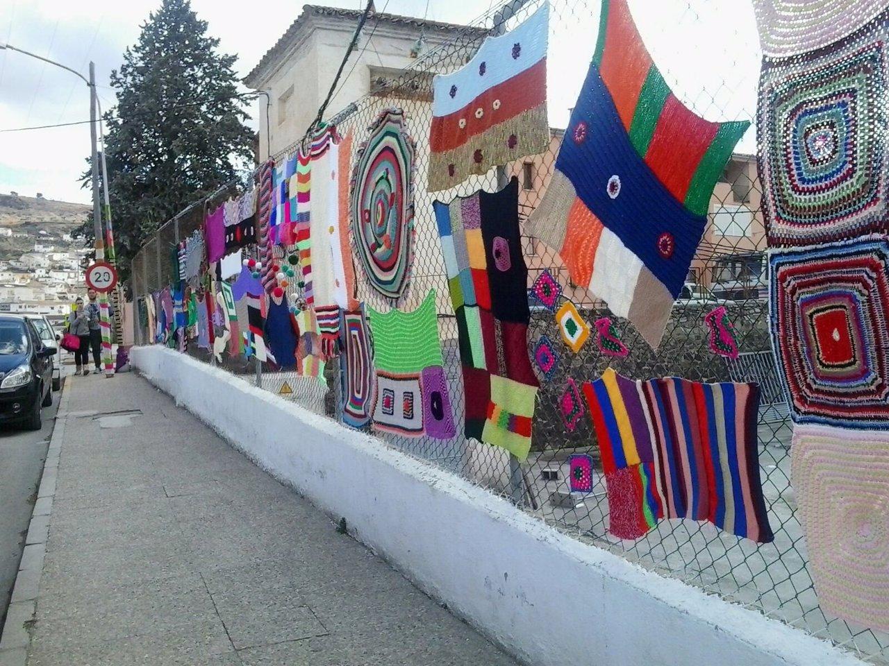 Calles de Montefrío forradas de ganchillo