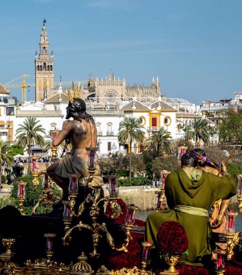 Programa itinerarios y horarios de las procesiones de la - Horario merkamueble sevilla ...