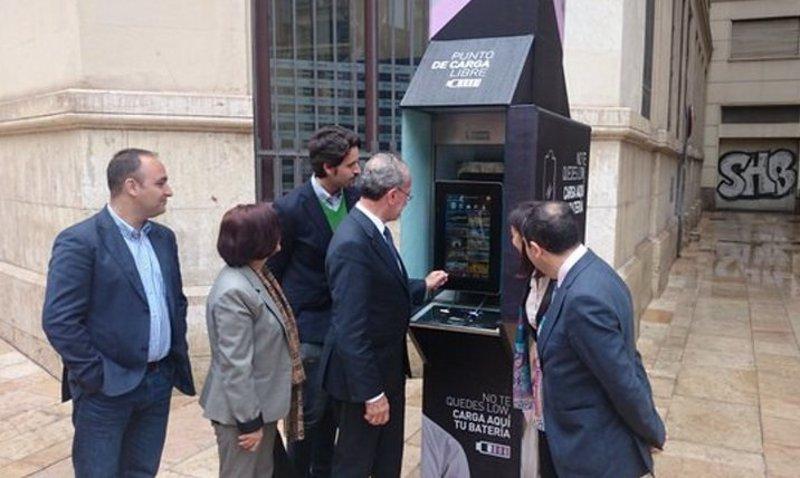M laga ofrece cabinas para recargar gratis m viles for Guia telefonica malaga
