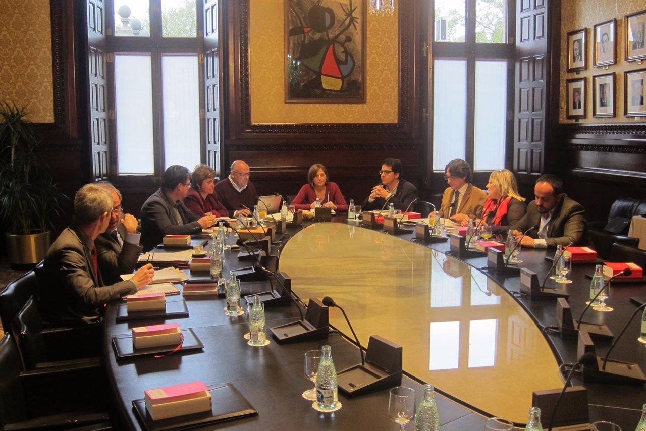 El parlament mant la moci independentista de la cup for Mesa parlament
