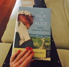 Día del libro: ¿Qué leen Paula Echevarría, El Sevilla o Mónica Naranjo?