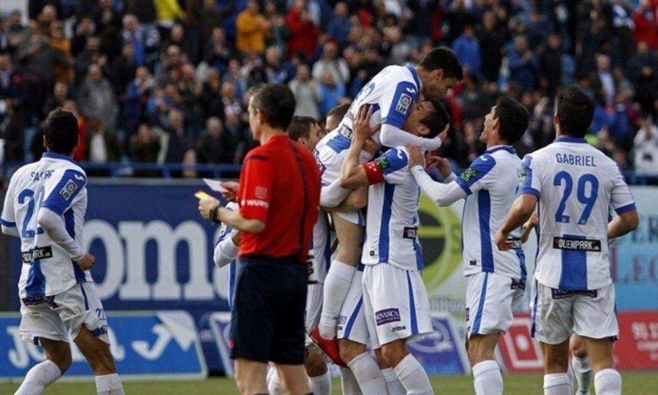 El Leganés continúa firme hacia primera y el Real Zaragoza amenaza al Alavés.