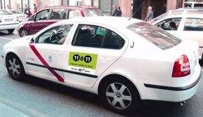 Foto: El Congreso pide por unanimidad matrículas azules para taxis y vehículos con conductor (RADIO TAXI)